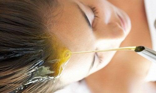 Olivenolje for tørt hår og hodebunn