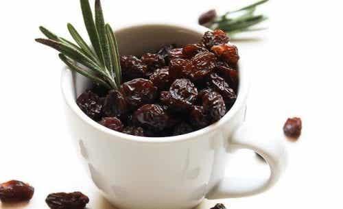 6 grunner til å spise rosiner om morgenen
