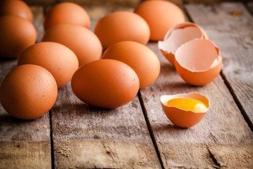 Rå egg er årsaken til mange matforgiftninger
