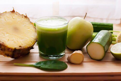 Bli kvitt væskeansamling med ananas, agurk og sneller