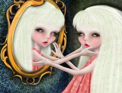 Kvinne i et speil