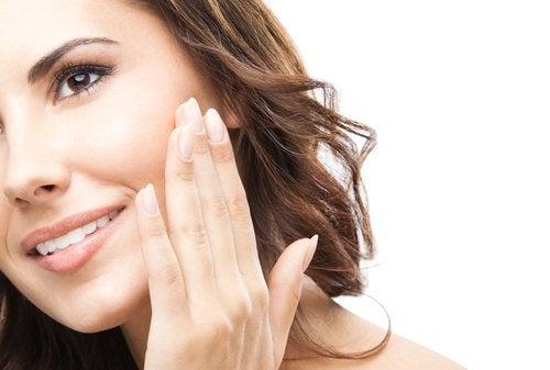 7 tips for å raskt revitalisere ansiktet ditt