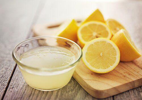 naturlig sitronsaft