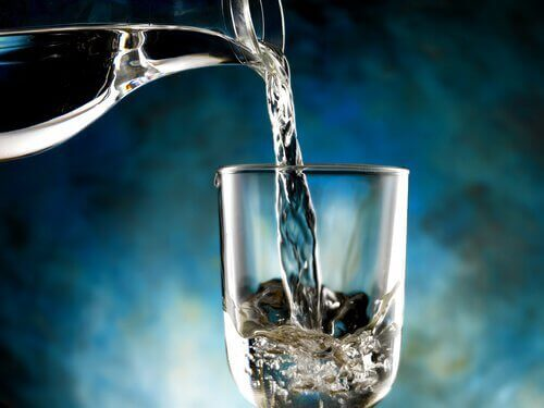 Helle vann i glass