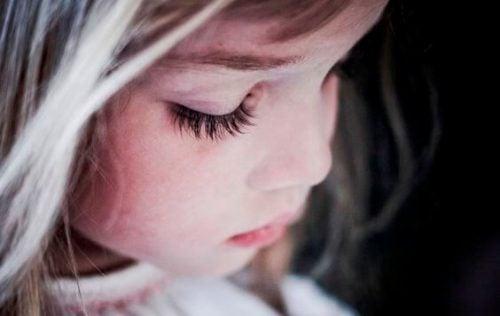 Måten vi oppdrar barna våre på i dag, setter dem i en tvangstrøye