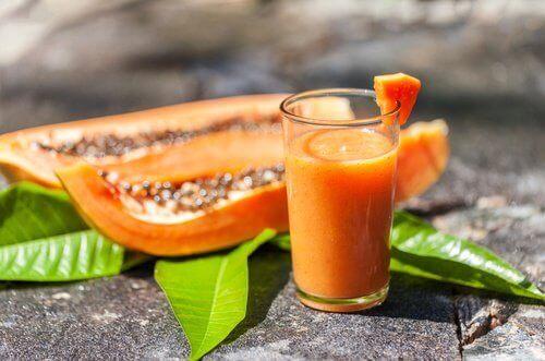 Juice med eple og papaya