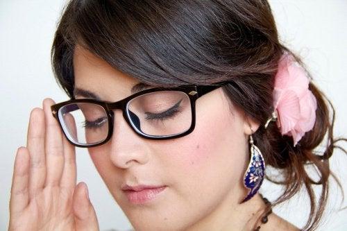 Hvordan ta brillene av og på