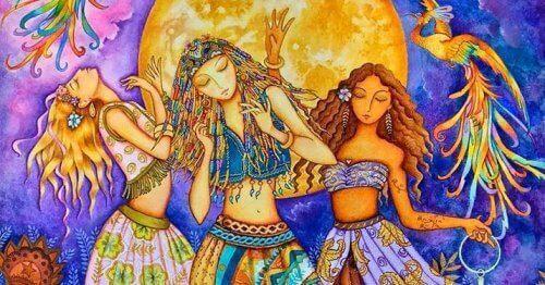 Tre kvinner danser