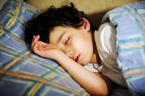 Sover ikke barnet ditt godt? Dette kan forårsake fremtidige problemer