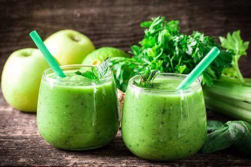 Rensekur med sitron, selleri og grønt eple