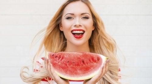 7 vaner du bør legge deg til for å se yngre ut enn du er