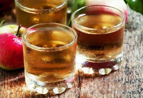 drikk med eplecidereddik