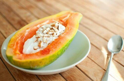 Papaya som en del av tilfredsstillende frokoster