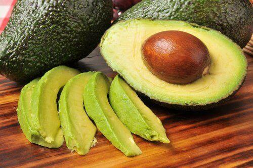 Avokado bidrar til å fjerne mettet fett