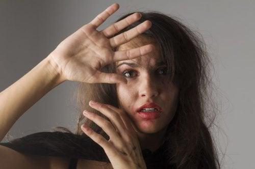 5 tegn på at en kvinne blir mishandlet