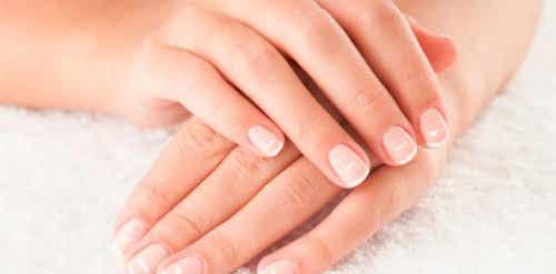 9 tips for å ta vare på neglene dine og pleie dem naturlig
