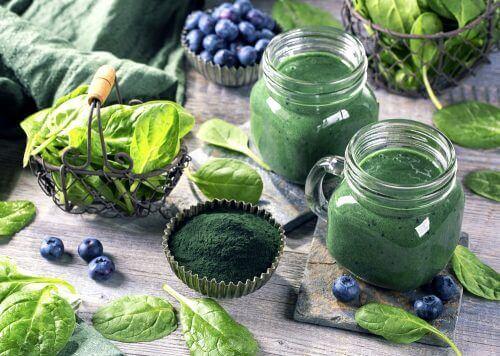 Lær om de utrolige helsemessige fordelene ved spirulina