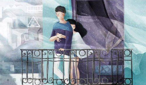 gutt og jente pa balkong i vinden