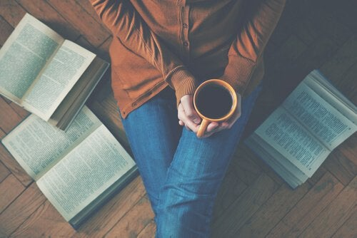 Bøker og kaffe