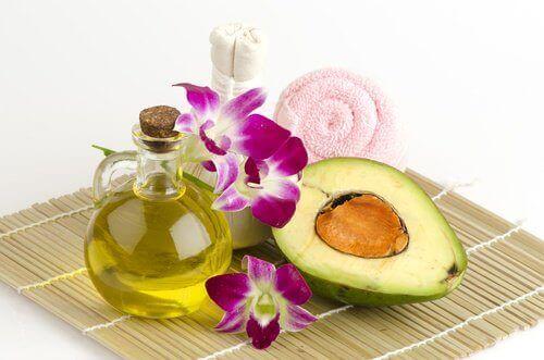 Behandling med avokado og olivenolje
