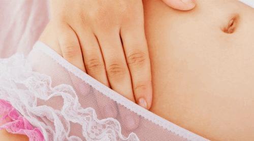Kvinne i undertøy