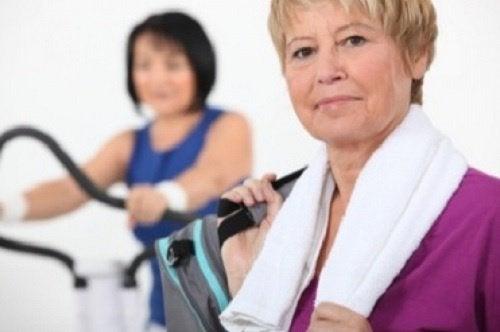 Kvinner trener