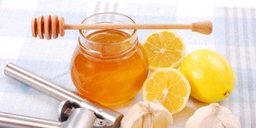 Honning, sitron og hvitløk