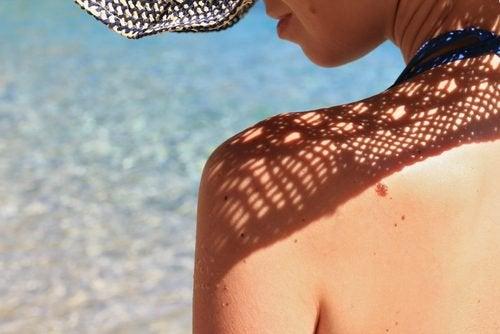 UV-stråler kan skade øynene dine, men det betyr ikke at du aldri kan nyte solen