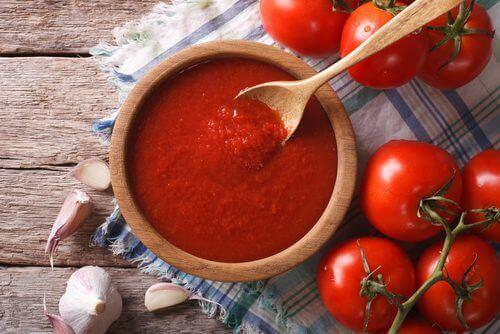 Hjemmelaget tomatsaus med antikarsinogen- og antioksidantegenskaper