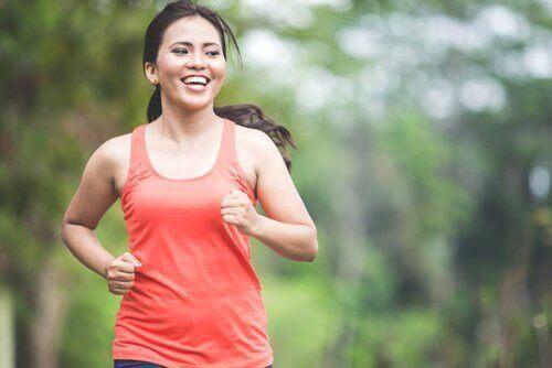 De 5 beste fettforbrennende aerobe øvelsene du kan gjøre hjemme