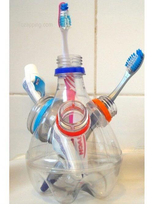 Tannbørsteholder av resirkulerte plastflasker