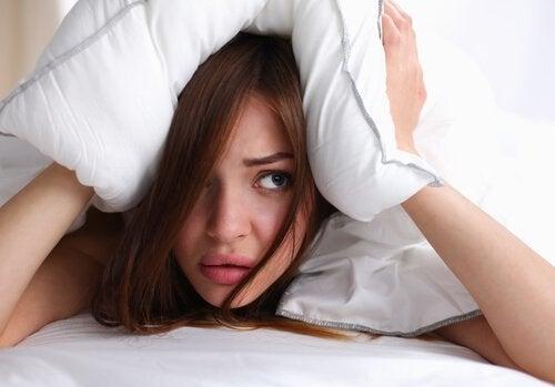 helseproblemer forårsaket av å sove med vått hår