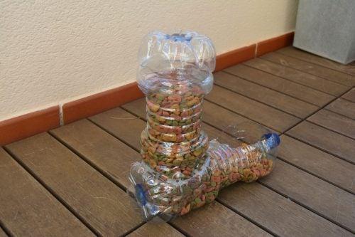 Kjæledyrskål av resirkulerte plastflasker