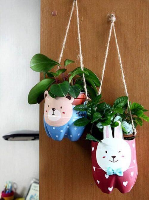 Planteholdere av resirkulerte plastflasker
