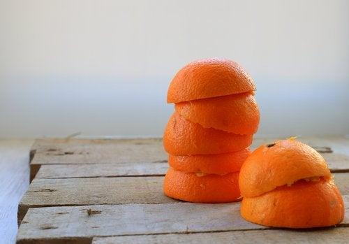 Bli kvitt plakk på tennene - appelsinskall