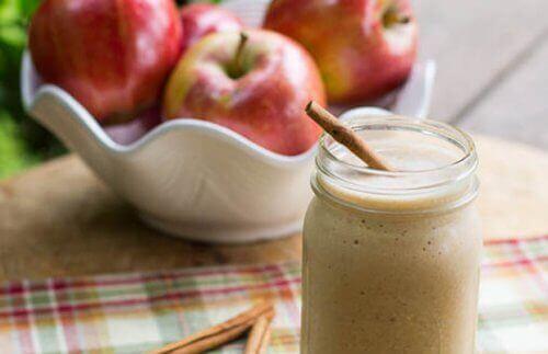 Matvarer som renser leveren, eple- og grapefruktsmoothie