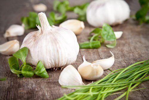 Matvarer som renser leveren, hvitløk