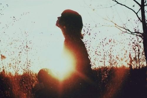 Å tilbringe tid alene betyr ikke at du rømmer fra verden