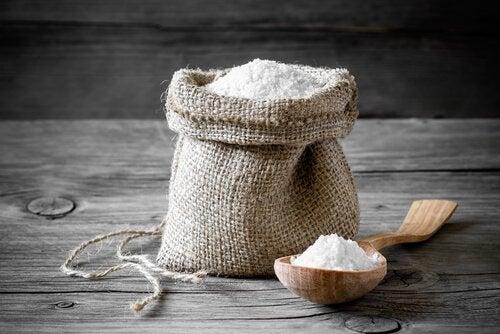 Salt for å bli kvitt hodelus