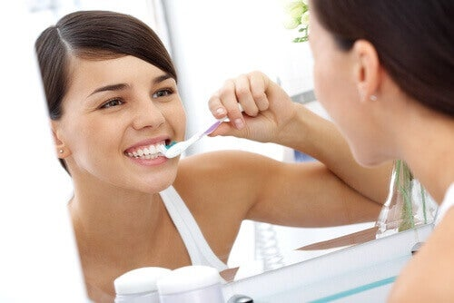 Bli kvitt plakk på tennene