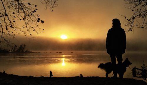 Tilbring tid alene for å oppnå personlig helhet