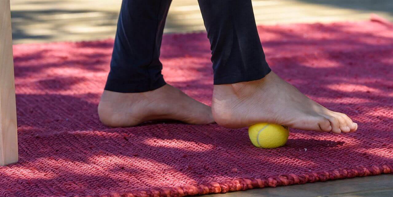 Øvelser for å behandle hælsporer med ball
