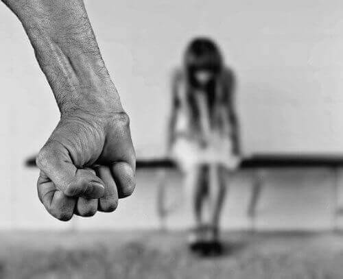 Lær hvordan du kan identifisere en barnemishandler