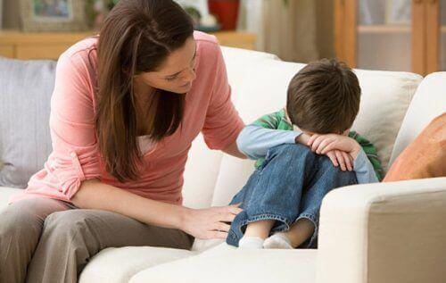 Mor og stille barn