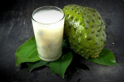 10  fordeler  med  å  drikke  graviola-juice