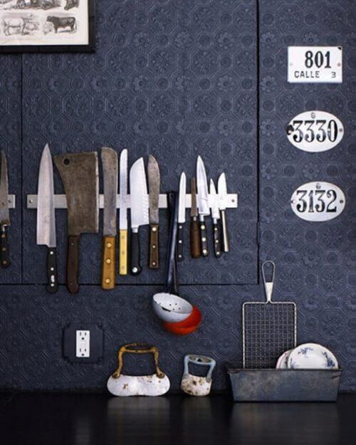 Kniver henger på veggen