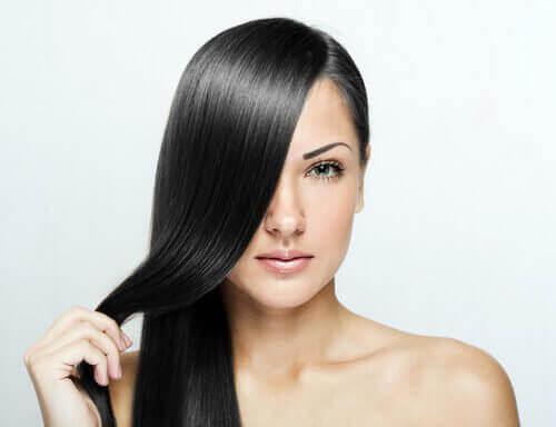 Kvinne med rett hår