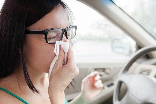 Kvinne med åndedrettsproblemer