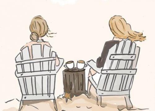 Vennskap mellom kvinner som drikker kaffe