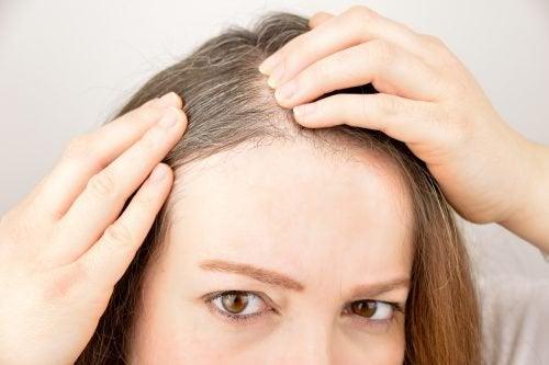 6 urter og krydder for å fremme hårvekst